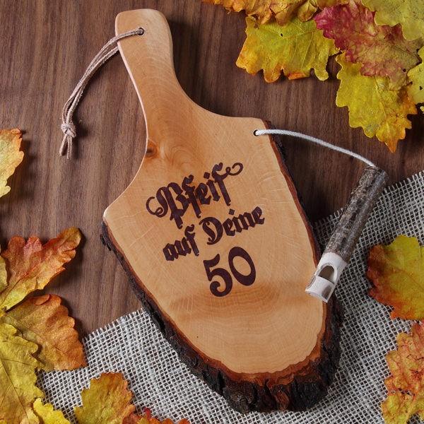Griffrinde aus Holz mit Pfeife zum 50. Geburtstag