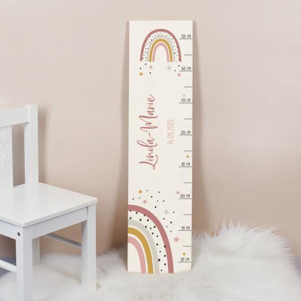 Messlatte Weiß lackiert aus Holz mit Regenbogen Motiv mit Name und Datum