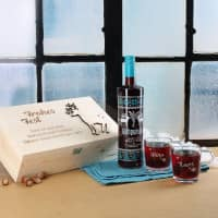 Rentierholzbox mit Glühpunsch und 2 gravierten Glastassen
