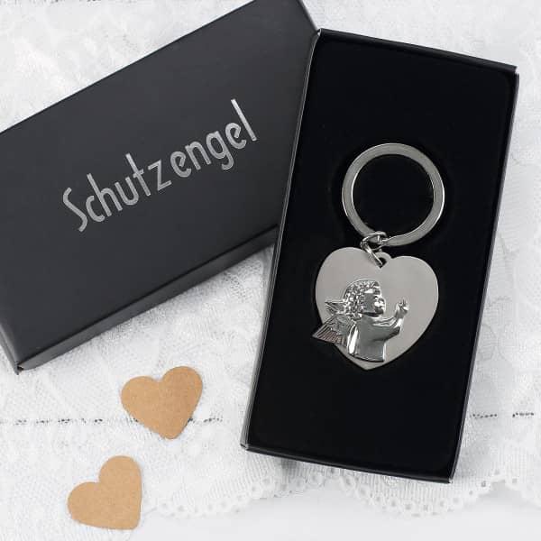 Schlüsselanhänger in Herzform mit Schutzengel und Gravur