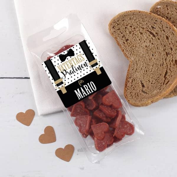 Mini Salami Herzen Vatertagspralinen mit Hosenträger und Name