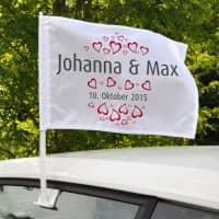 Autofahne zur Hochzeit mit Herzen, Namen und Datum