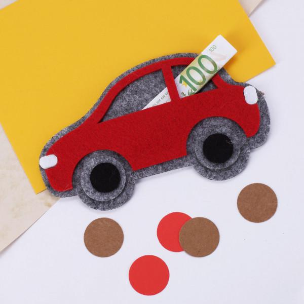 Rotes Filz-Auto als Verpackung für Geldgeschenk