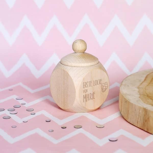 Holzdose für die erste Locke mit Namensgravur