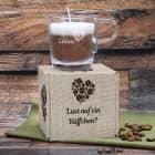Cappuccino Duftkerze im Glas mit Name, Herz Motiv und Geschenkverpackung