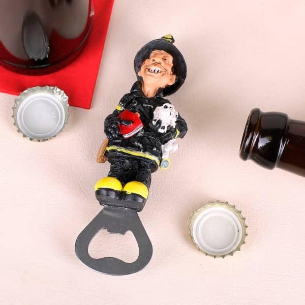 Flaschenöffner mit Feuerwehrmann als Griff