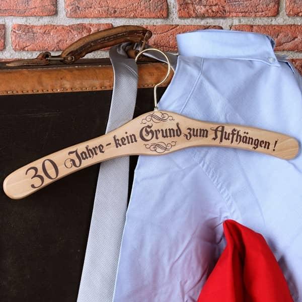Kleiderbügel zum 30. Geburtstag kein Grund zum aufhängen