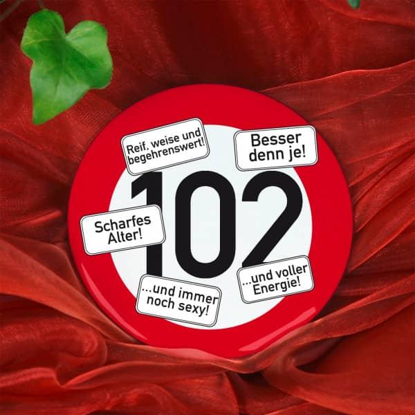 Button zum 102. Geburtstag
