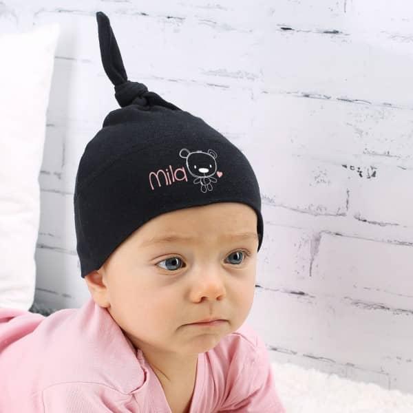 Schwarze Babymütze für Mädchen mit Wunschname