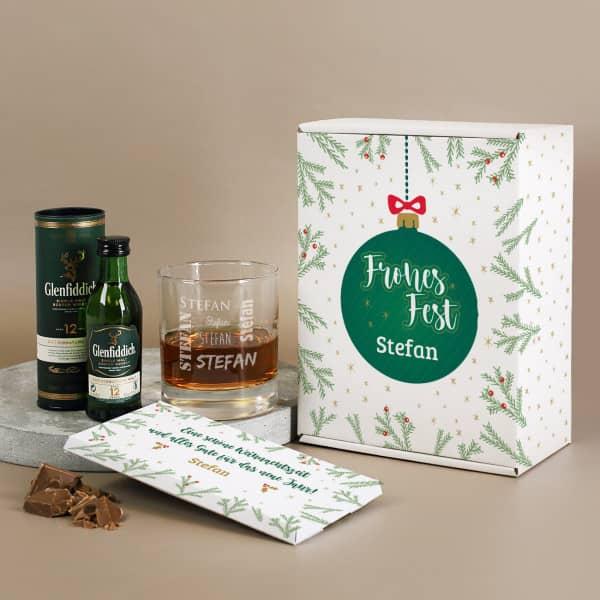 Whisky-Geschenkset zu Weihnachten mit graviertem Glas und Schokolade