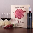 Geschenkset mit zwei Weingläsern, Geschenkbox und Rotwein