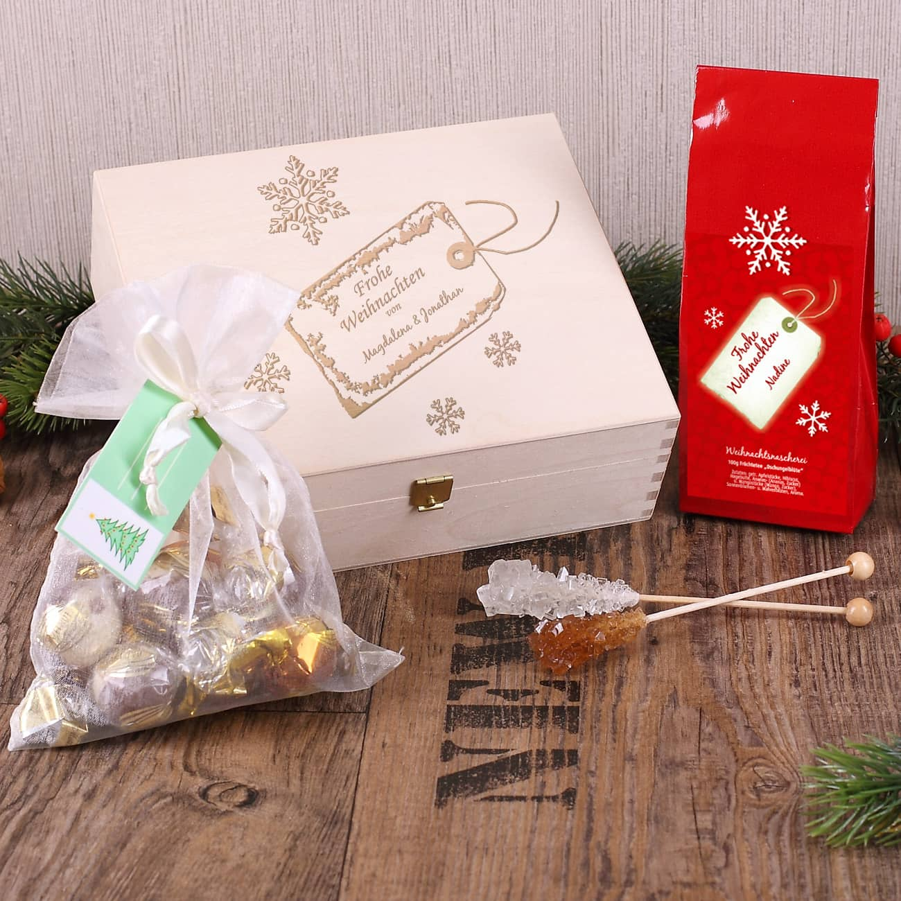 geschenkbox zu weihnachten mit tee und pralinen. Black Bedroom Furniture Sets. Home Design Ideas