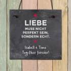Liebe muss echt sein - Schiefertafel mit 2 Zeilen Wunschtext, 20 x 20 cm