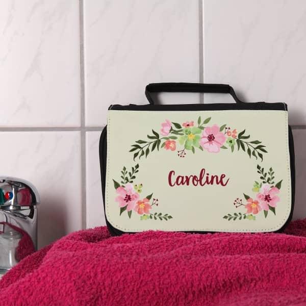 Waschtasche mit Blumenranken und Wunschnamen