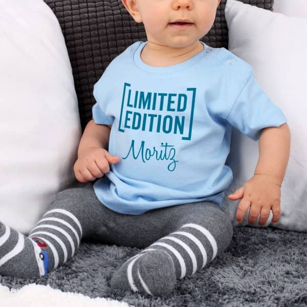Blaues Babyshirt Limited Edition mit Name