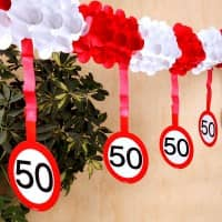 Papiergirlande Verkehrsschild zum 50. Geburtstag