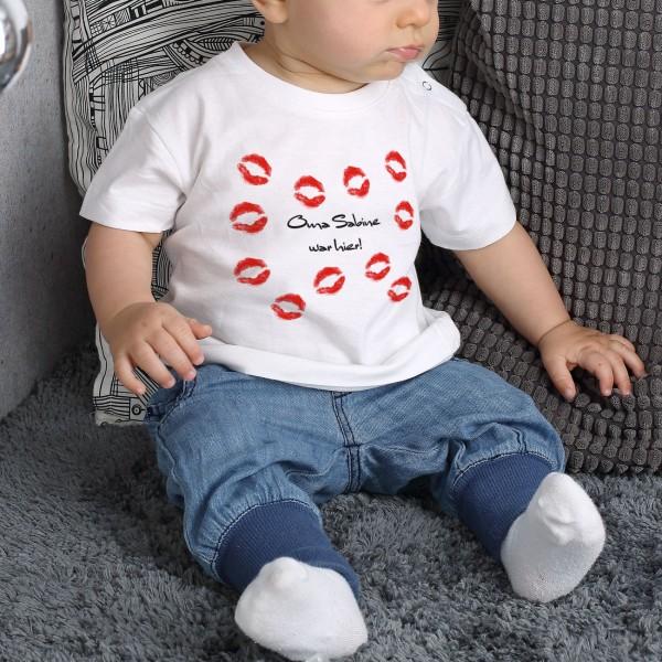 T Shirt für Babys mit Kussmundabdrücken und Wunschtext