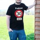 Super T-Shirt zum 30. Geburtstag Verkehrsschild 30 + Name