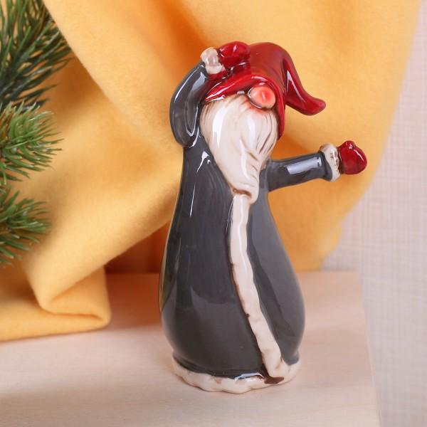 Kleine Wichtel-Figur mit Armen zur Seite