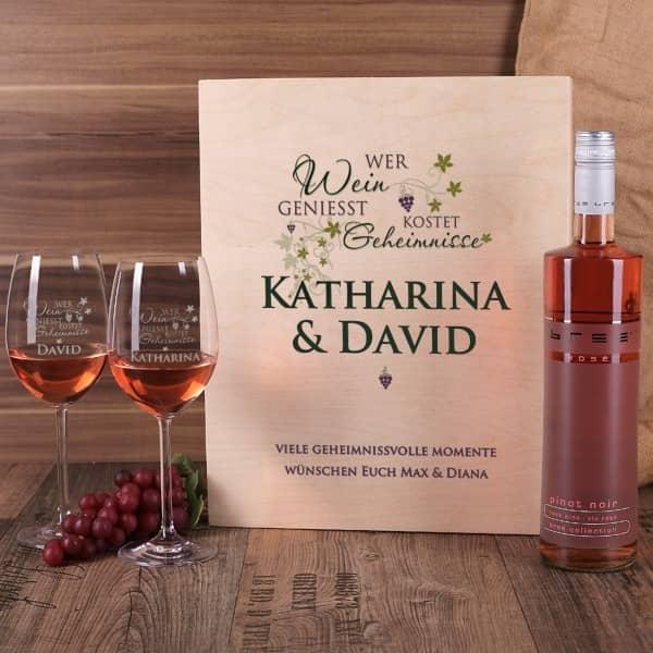 Wein Geschenkset Wer Wein genießt kostet Geheimnisse. gravierte Weingläser, Holzbox