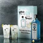 Gin-Set mit zwei Gläsern in bedruckter Verpackung