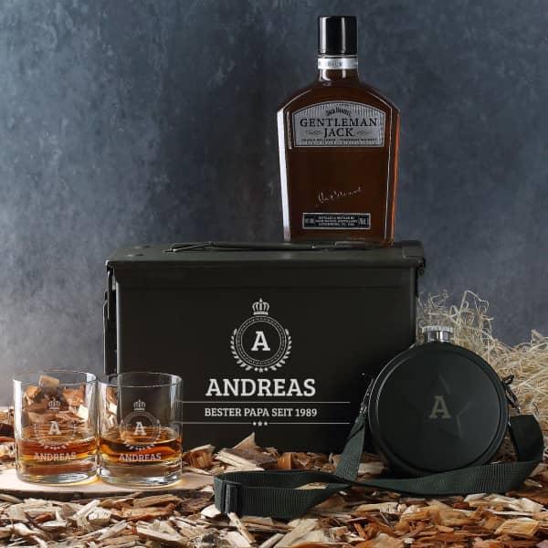 Whiskyset in Munitionskiste, Whiskygläsern, Jack Daniels und Feldflasche