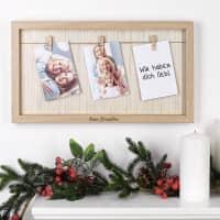 Gravierter Bilderrahmen mit Leinenschnur und drei kleinen Holzklammern