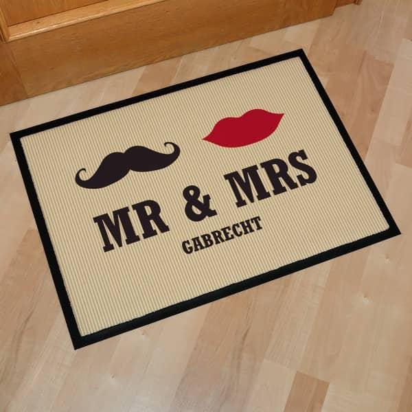Fußmatte Mr. & Mrs. mit Wunschname Hochzeitsgeschenk