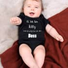 Schwarzer Babybody mit klarem Statement und Name - Ich bin der Boss
