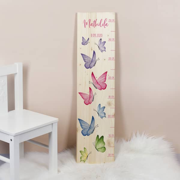 Messlatte für Kinder mit Schmetterlingen, Skala und Name bedruckt