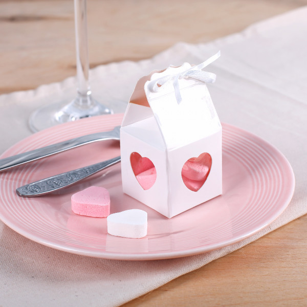 4 kleine Geschenkboxen mit Herz in Weiß
