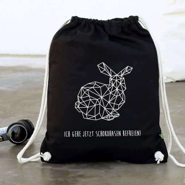 Polygonaler Hase auf schwarzer Baumwoll Rucksack mit Ihrem Wunschtext
