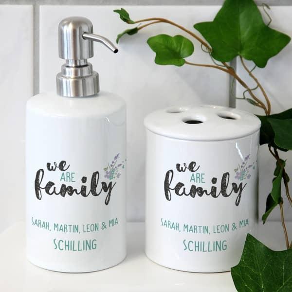 We are family persönliches Badset aus Seifenspender und Zahnbürstenhalter