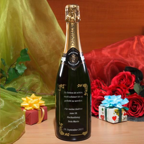 Persönliche Champagnerflasche mit verziertem Wunschtext