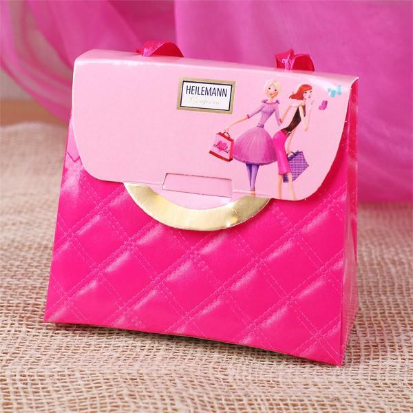originelle Mini-Handtasche gefüllte mit Schokoladenherzen