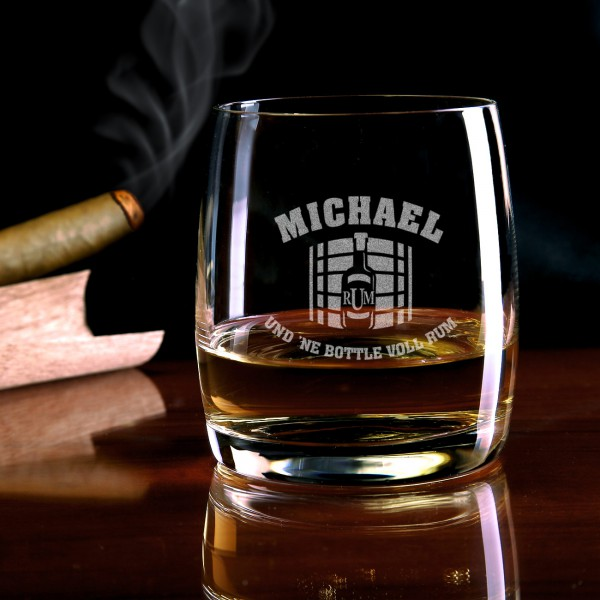 Rumglas mit Holzfass-Gravur und personalisiert mit Ihrem Namen