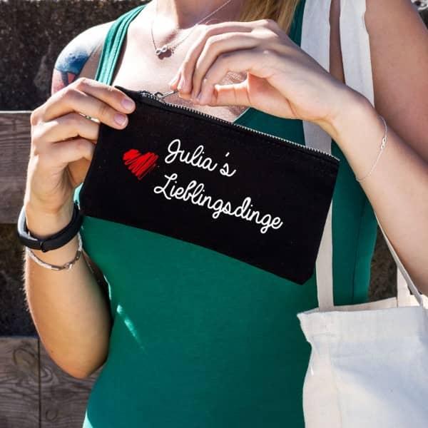 Kleine schwarze Tasche mit Aufdruck für Lieblingsdinge