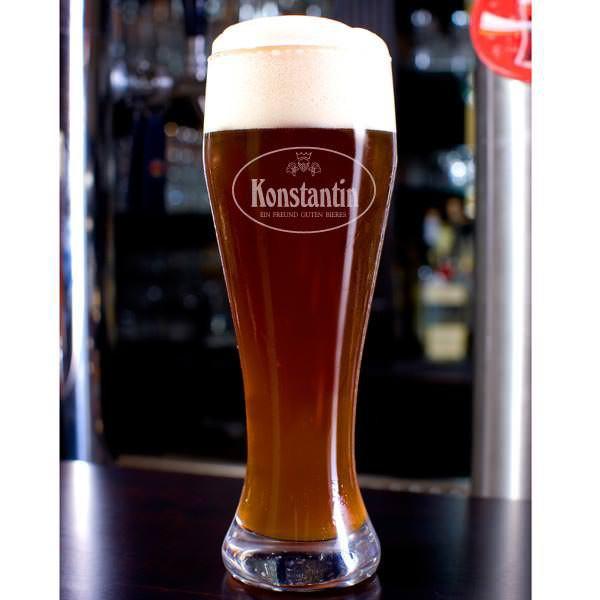 Graviertes Weizenglas Ein Freund guten Bieres mit Name