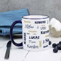 Vier Namen - Familientasse mit dunkelblauem Rand und Henkel