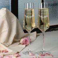 Zwei Sektgläser zur Hochzeit mit Wunschnamen und Datum
