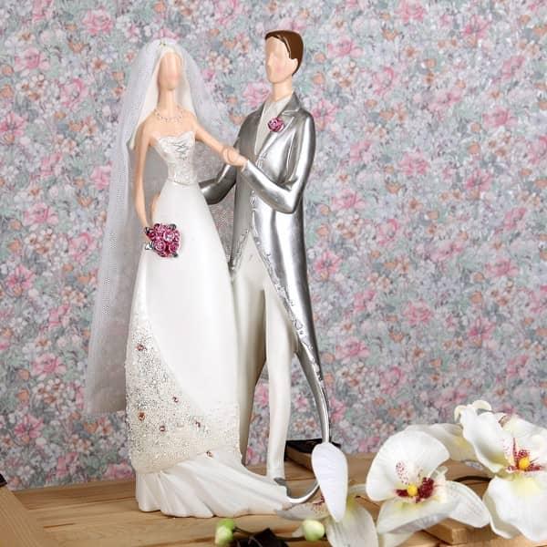 Modernes Hochzeitspaar mit Schleier