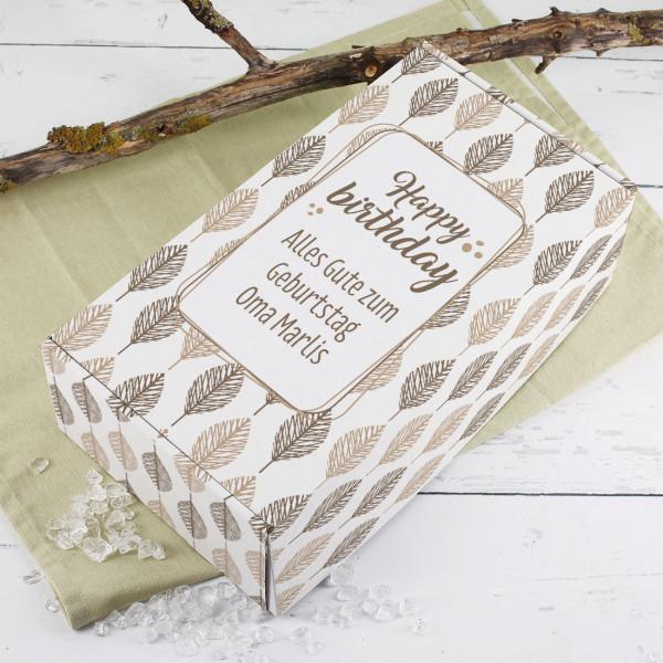 Verpackung zum Geburtstag mit Blättermotiv
