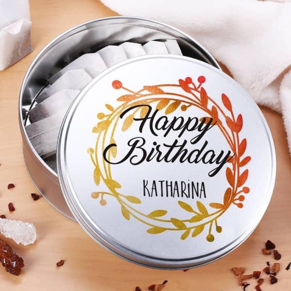 Geschenkdose Happy Birthday mit Name und Kranz in Aquarell