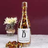 Silberhochzeitspralinen in einer persönlichen Flasche