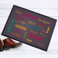 Bunte Fußmatte mit Ihrem Namen in verschiedenen Schriftarten