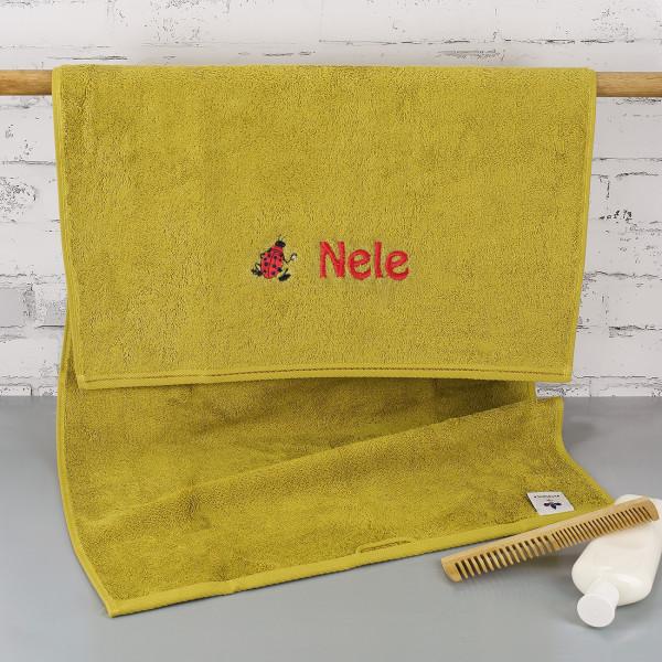 Individuellbadzubehör - Handtuch in olive mit Marienkäfer und Name bestickt - Onlineshop Geschenke online.de