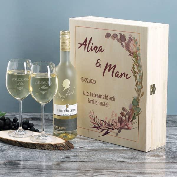 Geschenkset aus Holzbox, Weißwein und zwei Gläsern