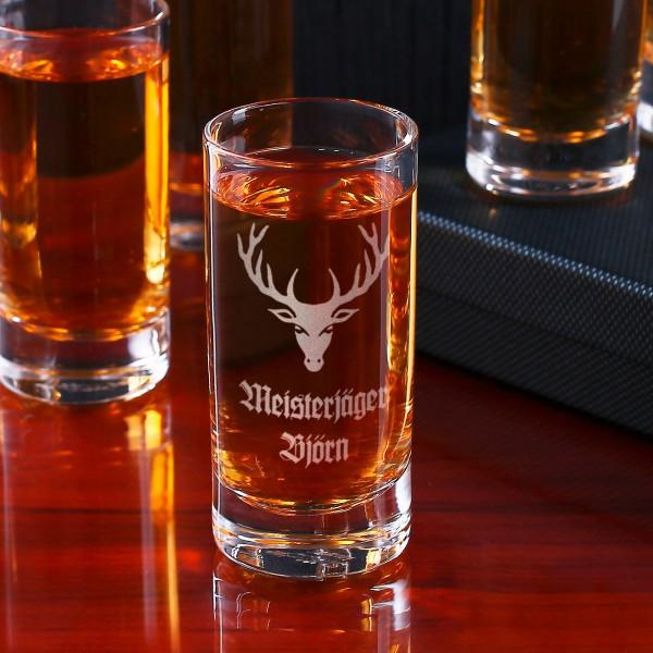 Graviertes Schnapsglas mit Wunschname Meisterjäger und Hirschkopf.