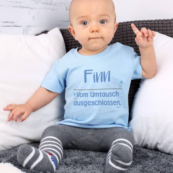 Hellblaues Babyshirt mit Name und lustigem Spruch