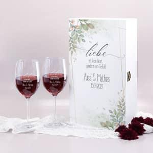 Geschenkset zur Hochzeit mit gravierten Weingläsern